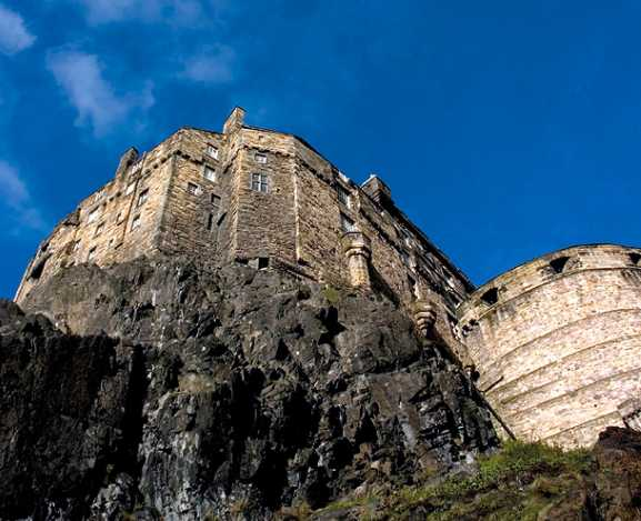 view-of-edinburgh-castle-in-sunshine