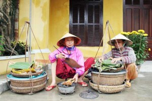 street-food-cooked-by-woman-in-vietnam